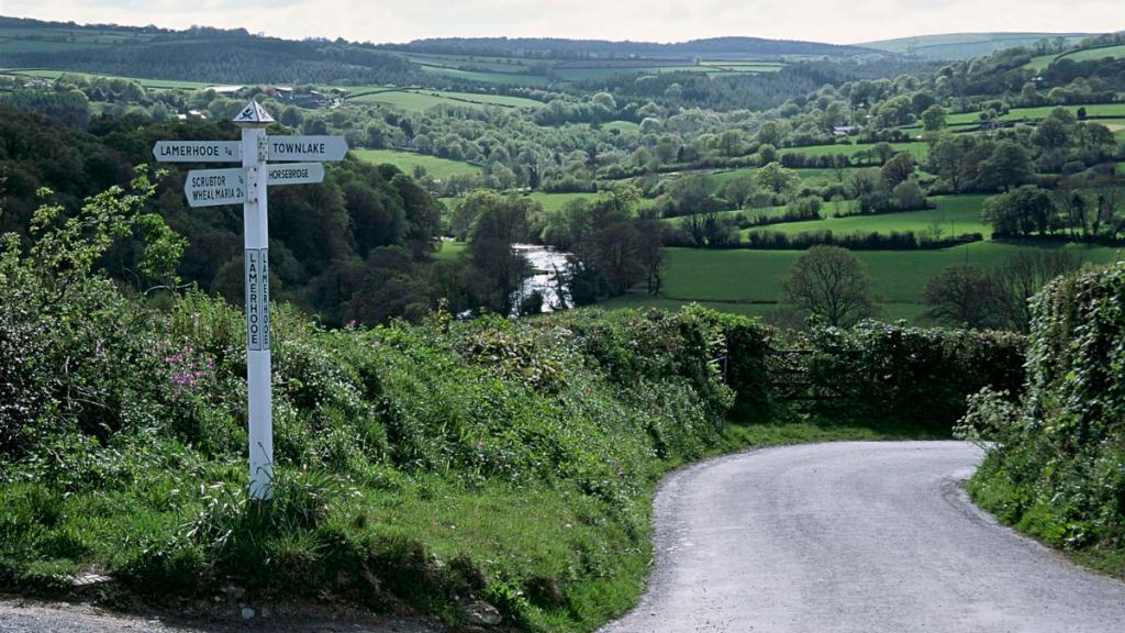 Lamerhooe signpost and valley